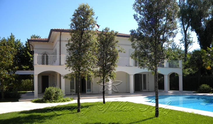 Modern villa for sale in Forte dei Marmi a few meters from the sea: Outside view
