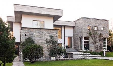 Modern villa in Forte dei Marmi with large park for sale: Outside view