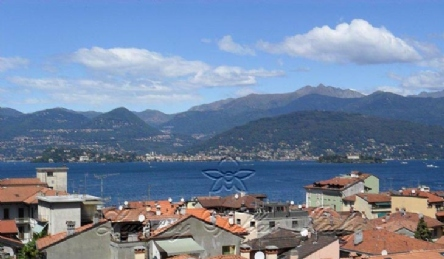 Villa with a tower in Stresa overlooking the lake: Outside view