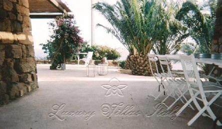 Tipic villa of Pantelleria island: Outside view