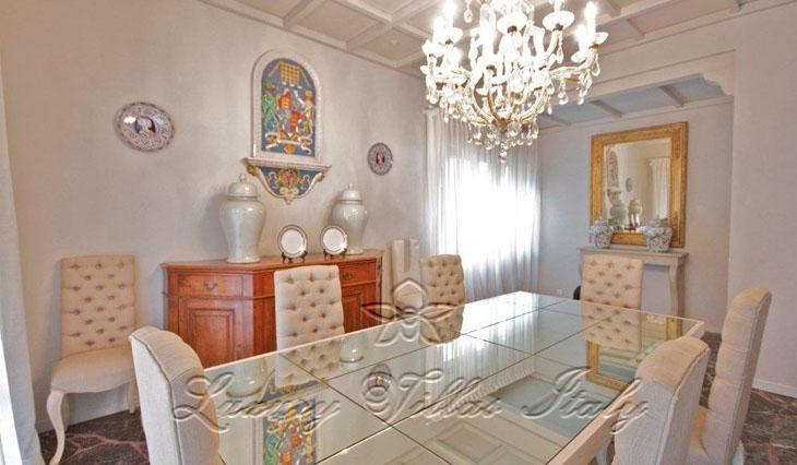 роскошная вилла с элегантной мебелью: Наружный вид