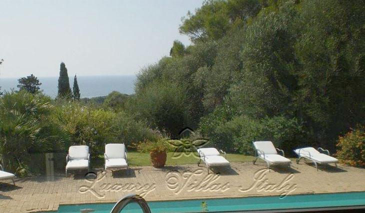 Panoramic villa: Outside view