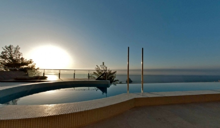 Modern luxury villa for sale with infinity pool and sea access: Outside view
