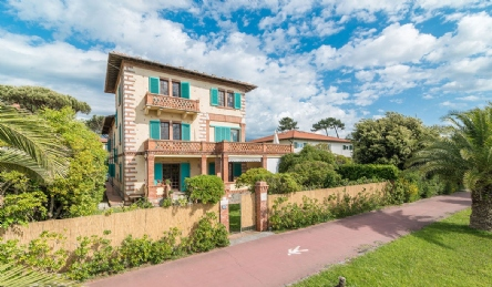 Historic seafront villa for sale in Forte dei Marmi