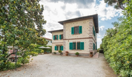 Historic seafront villa for sale in Forte dei Marmi: Panoramic view