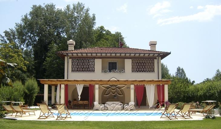 Villa con piscina: Vista esterna