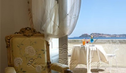 4 star hotel private beach: Outside view