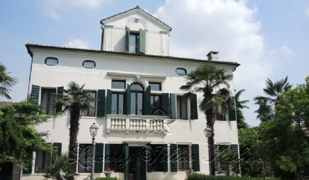 Historic villa near Venice: Outside view