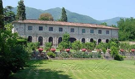 Villa storica sulla colline lucchesi: Vista esterna