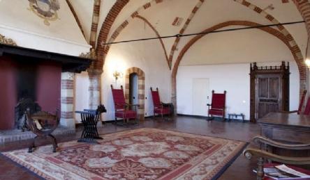 Замок на продажу в Монферрато: Наружный вид