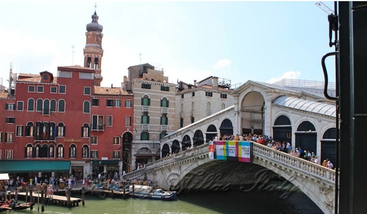 Apartment overlooking the Grand Canal and the Rialto Bridge: Outside view