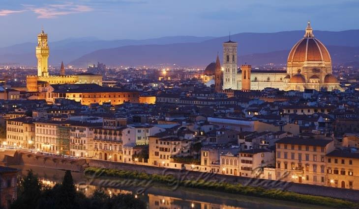 Роскошный замок в продаже в Флоренции: Наружный вид