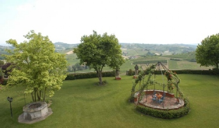 Ancient castle on sale in the Langhe: Outside view