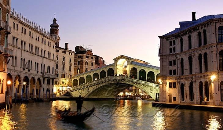 Historic luxury villas for sale in Venice: Outside view