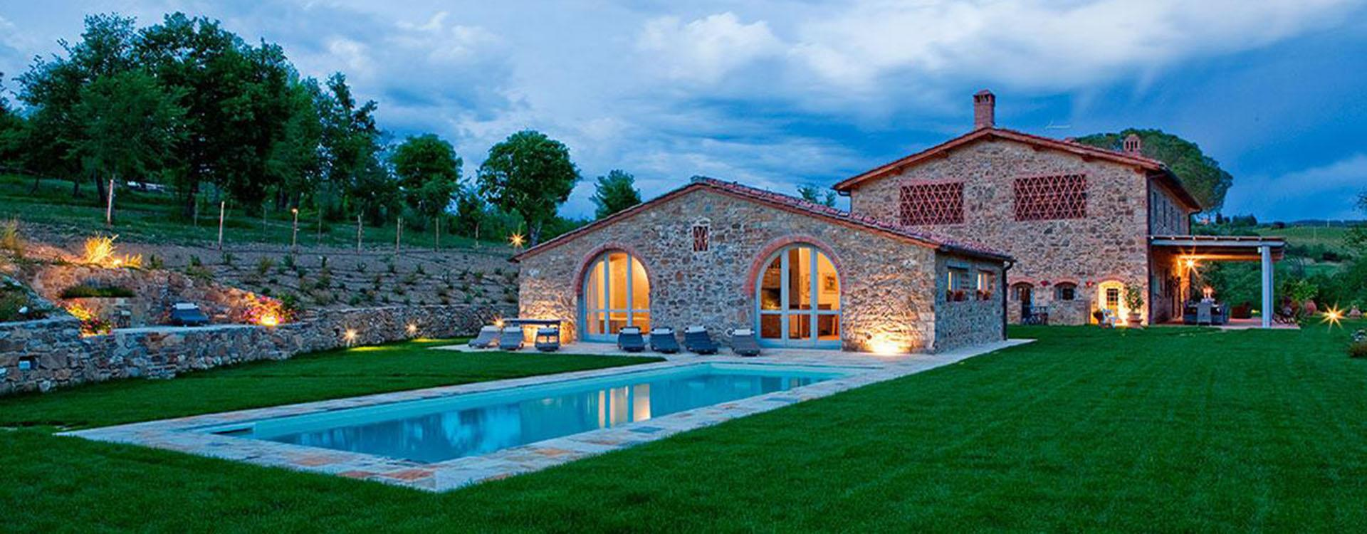 Wonderful farmhouse for sale in Chianti area with pool and garden
