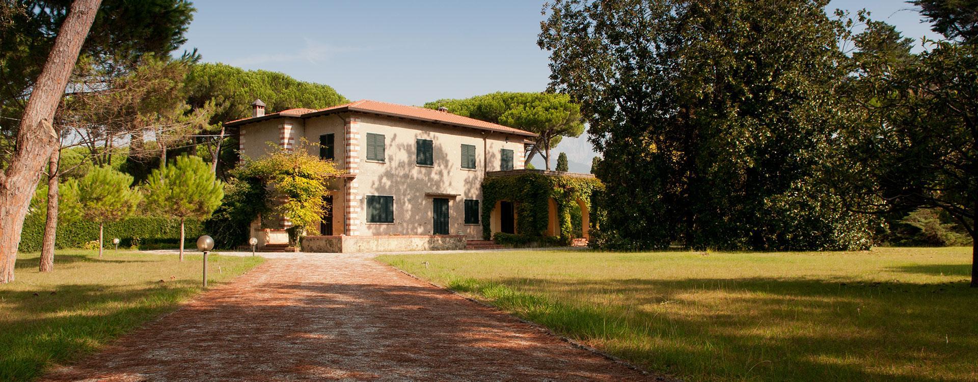 villa di lusso a forte dei marmi, lussuosa villa a forte dei marmi in vendita, elegante villa in vendita