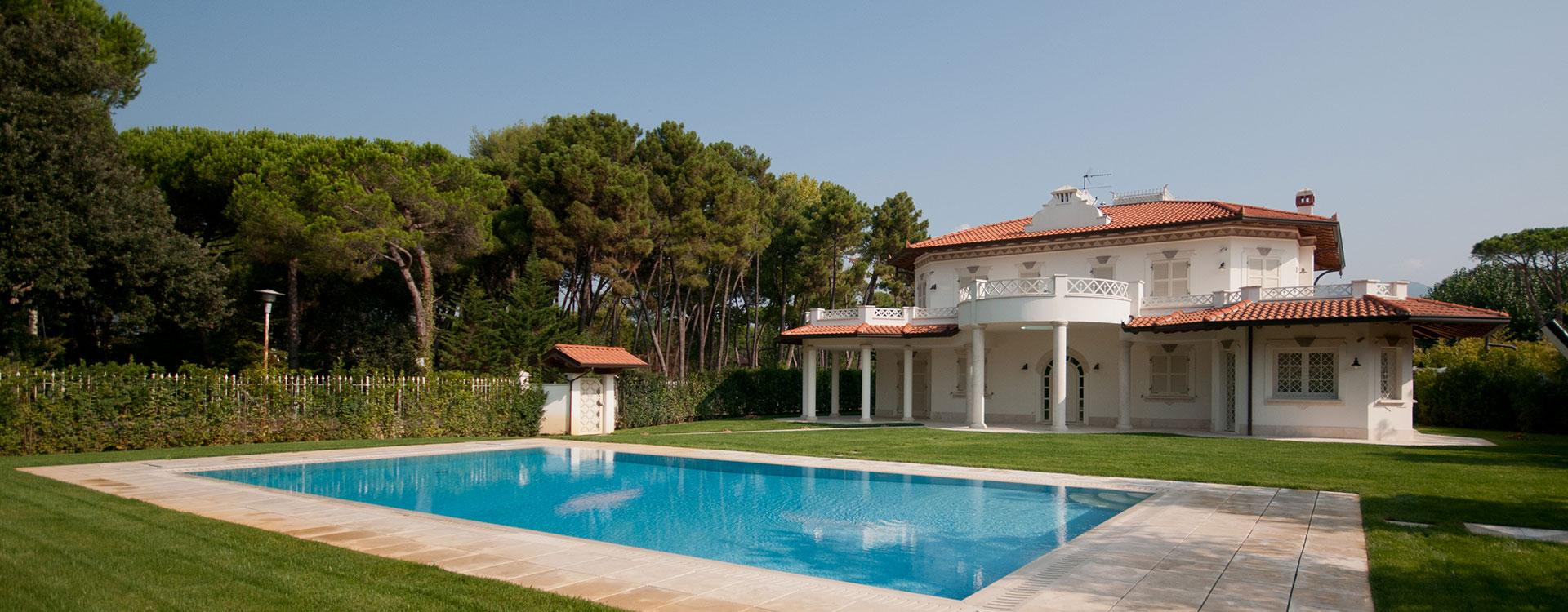 Villa with pool near the beach